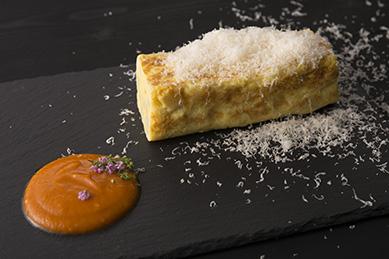 ラクレットチーズの厚焼きオムレツ ピペラードソース